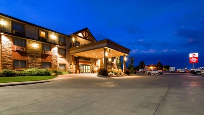 Evening Exterior | Best Western Plus Landmark Hotel