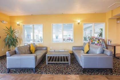 Lobby Seating Area | Red Lion Inn & Suites McMinnville