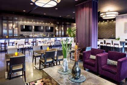 Bar Lounge | HYATT house Charlotte/Center City