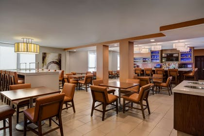 Bar Lounge | HYATT house Dallas/Uptown
