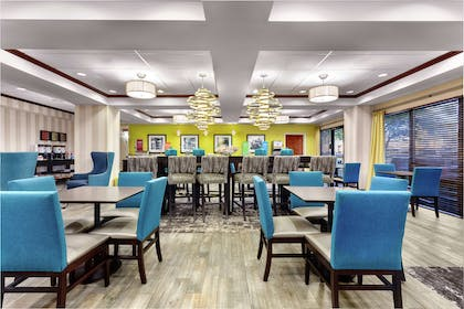 Breakfast Area | Hampton Inn Amelia Island at Fernandina Beach