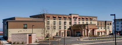 Exterior | Hampton Inn and Suites Astoria
