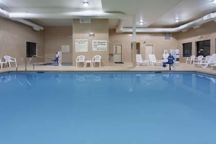 Pool | Hampton Inn and Suites Astoria