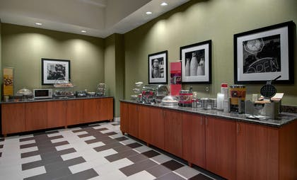 Restaurant | Hampton Inn and Suites Astoria