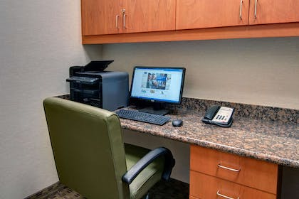 Business Center | Hampton Inn and Suites Astoria