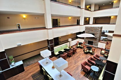 Lobby | Hampton Inn Athens, TN