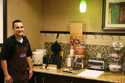 Restaurant | Hampton Inn & Suites Austin - Lakeway
