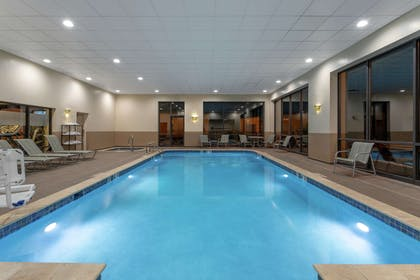 Pool | Hampton Inn Bedford