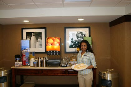 Restaurant | Hampton Inn Suites Brookings