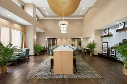 Lobby | Hampton Inn Suites Brunswick GA