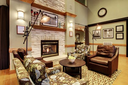 Lobby | Hampton Inn & Suites Chicago/Aurora