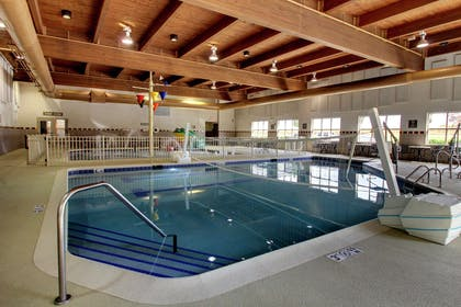 Pool | Hampton Inn & Suites Chicago/Aurora