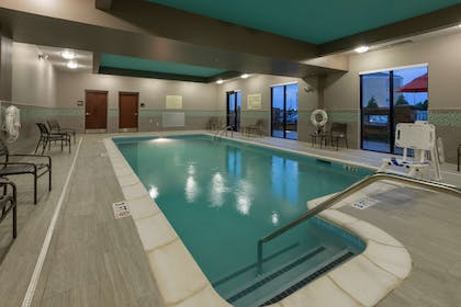 Pool | Hampton Inn & Suites Clarksville