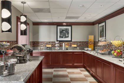 Breakfast Area | Hampton Inn & Suites Cleveland-Beachwood