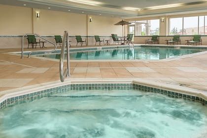 Pool | Hampton Inn & Suites Cleveland-Beachwood
