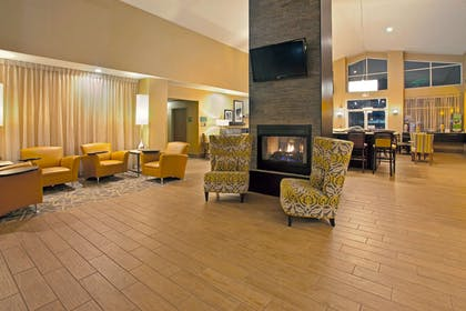 Lobby | Hampton Inn & Suites Cleveland/Independence