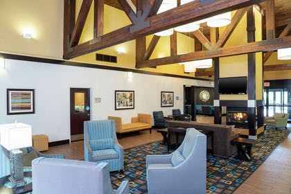 Lobby | Hampton Inn & Suites Cleveland-Airport/Middleburg Heights