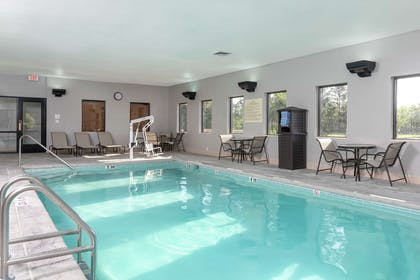 Pool | Hampton Inn & Suites Cleveland-Airport/Middleburg Heights