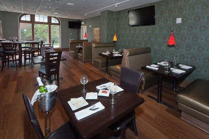 Restaurant | The Tudor Arms Hotel Cleveland - a DoubleTree by Hilton