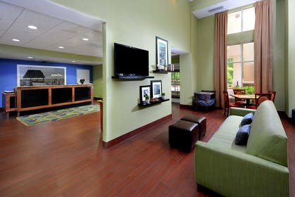 Lobby | Hampton Inn & Suites Huntersville
