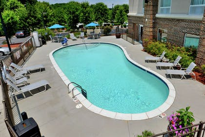 Pool | Hampton Inn & Suites Huntersville