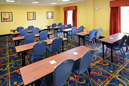 Meeting Room | Hampton Inn & Suites Huntersville