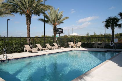 Pool | Hampton Inn & Suites Clearwater/St. Petersburg-Ulmerton Road, FL