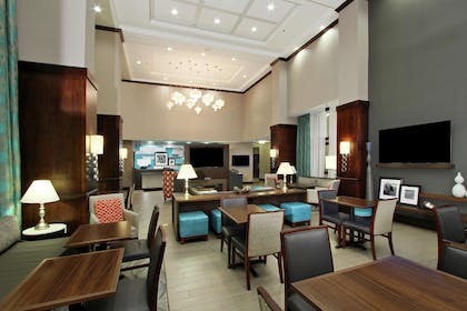 Lobby | Hampton Inn & Suites Columbus/University Area