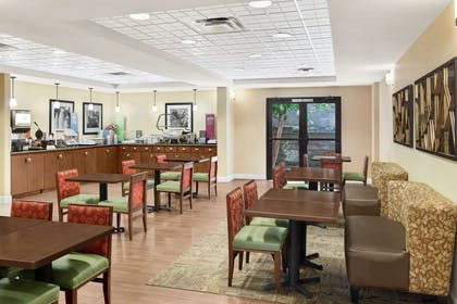 Restaurant | Hampton Inn Columbus-North