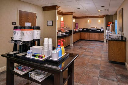 Breakfast Area | Hampton Inn & Suites Carson City