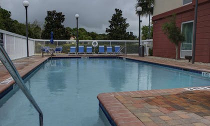 Pool | Hampton Inn & Suites Palm Coast