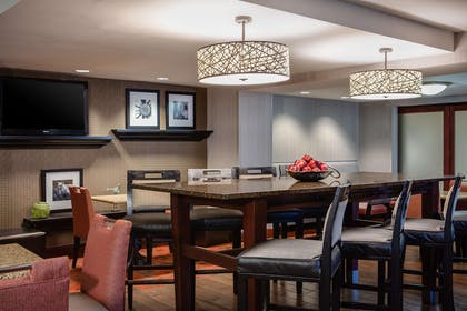 Lobby | Hampton Inn Dubuque
