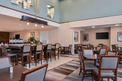 Restaurant | Hampton Inn & Suites Denver-Speer Boulevard