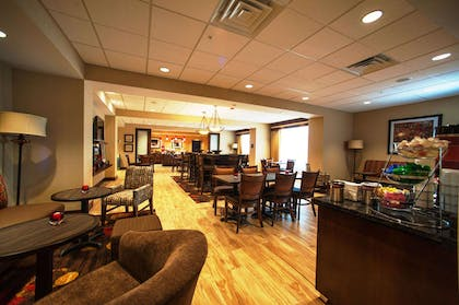 Restaurant | Hampton Inn Fort Morgan