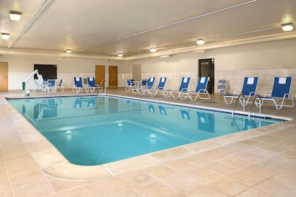 Pool | Hampton Inn & Suites Detroit/Sterling Heights