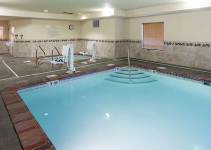 Pool | Hampton Inn & Suites Davenport