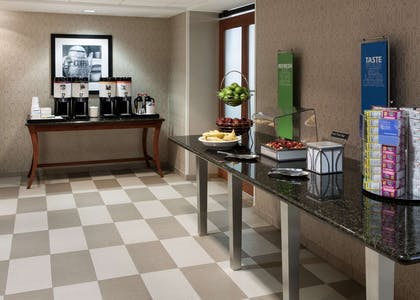 Restaurant | Hampton Inn & Suites Davenport