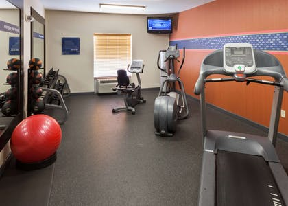 Health club | Hampton Inn & Suites Davenport