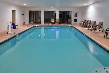 Pool | Hampton Inn Eugene
