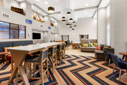 Lobby | Hampton Inn & Suites Fairbanks