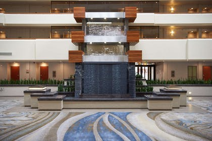 Lobby | DoubleTree by Hilton Hotel Fresno Convention Center
