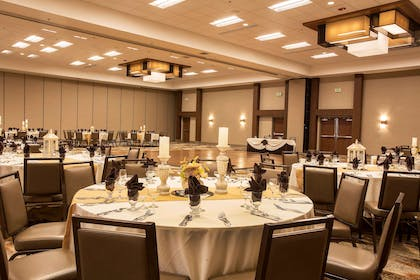 Meeting Room | DoubleTree by Hilton Hotel Fresno Convention Center
