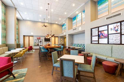 Breakfast Area | Hampton Inn & Suites Fort Myers-Colonial Blvd.