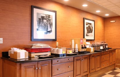 Breakfast Area | Hampton Inn & Suites Fremont