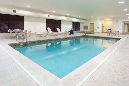 Pool | Hampton Inn & Suites Grove City