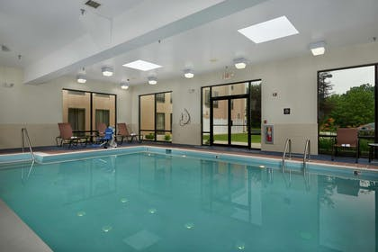 Pool | Hampton Inn Hanover PA