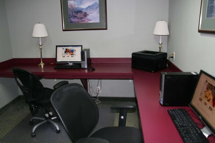 Business Center | Hampton Inn Hillsville