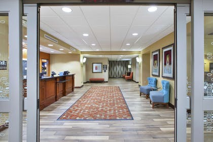 Lobby | Hampton Inn & Suites Wichita Northeast