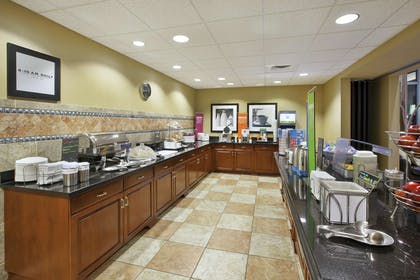 Breakfast Area | Hampton Inn & Suites Wichita Northeast