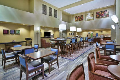Restaurant | Hampton Inn & Suites Wichita Northeast